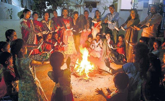 sankranthi festival bhogi mantalu - Sakshi
