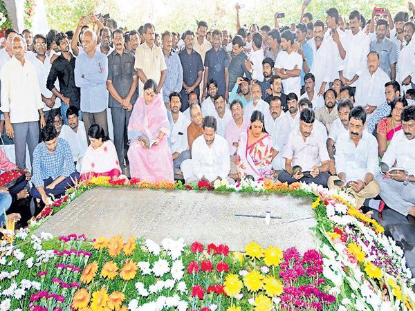 Huge public welcome to YS Jagan Pulivendula Visit After Completing Prajasankalpayatra - Sakshi