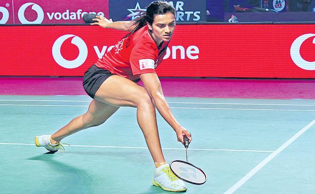Hyderabad lost in the semi finals of Mumbai rackets - Sakshi