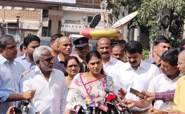 YS Sharmila meets Hyderabad City Police Commissioner Anjani Kumar - Sakshi