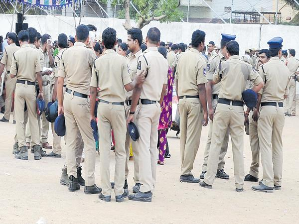 Special activities of the police department to reach the public - Sakshi