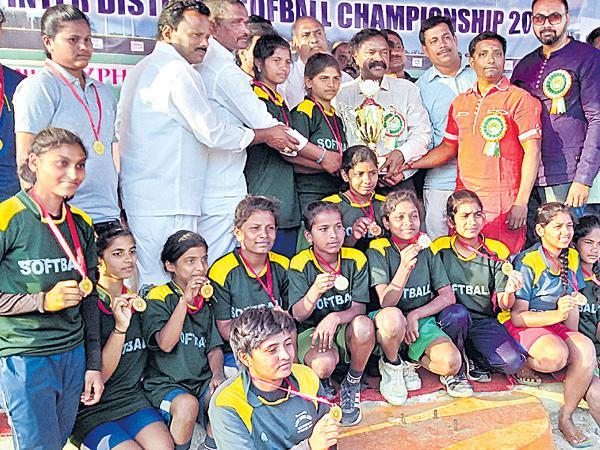 Medak Teams Won Softball Championship - Sakshi