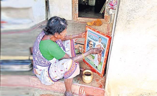 YS Rajasekhara Reddy Is Our God Says Chittoor Woman - Sakshi