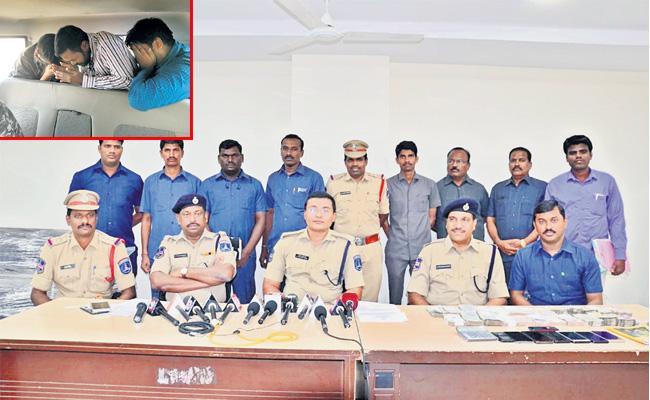 Cricket betting Gang Arrest in Hdyerabad - Sakshi