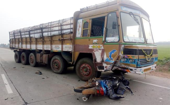 Three Died in Lorry Accident PSR Nellore - Sakshi