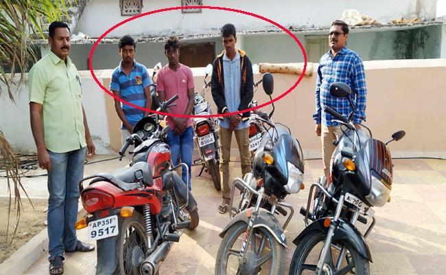Biker Robbery Gang Arrest in Vizianagaram - Sakshi