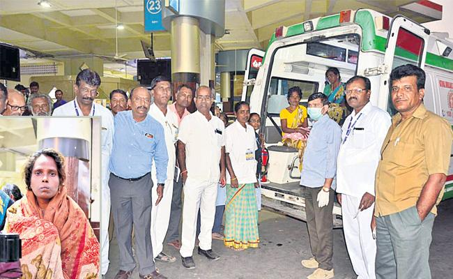 Woman Delivery in MGBS Hyderabad - Sakshi