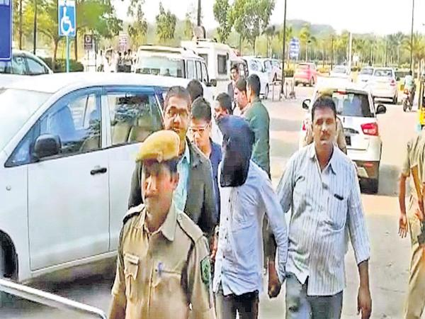 NIA questions on Srinivasa Rao about Murder Attempt on YS Jagan Case - Sakshi