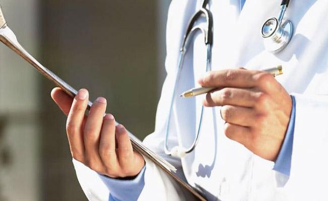 Civil Surgeon Sacked After Kissing Video With Nurse In Ujjain - Sakshi