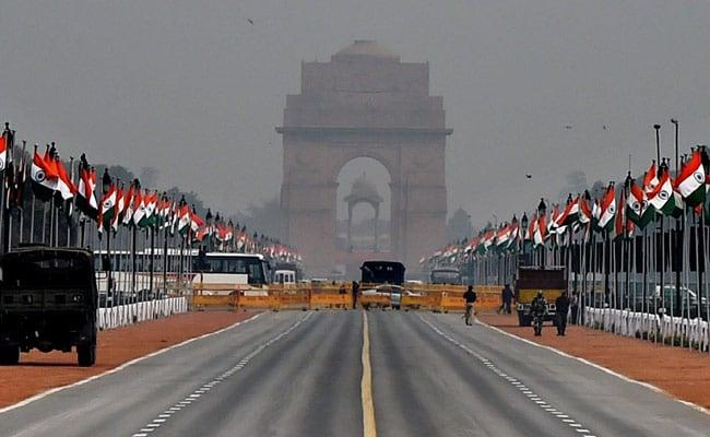 At India Gate  Woman Shouts Pak Zindabad - Sakshi
