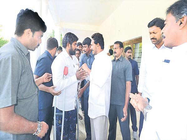 YS Jaganmohan Reddy assurance to the Vaidya Mitra and Medical Staff - Sakshi