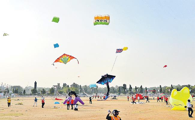 Hyderabad Kites Festival In Parade Grounds - Sakshi