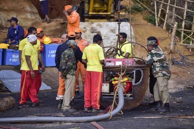 Hopes wane but wait still on for Meghalaya's 15 miners - Sakshi