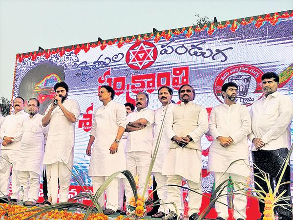 Pawan kalyan Sensational Comments On TRS And YSRCP - Sakshi