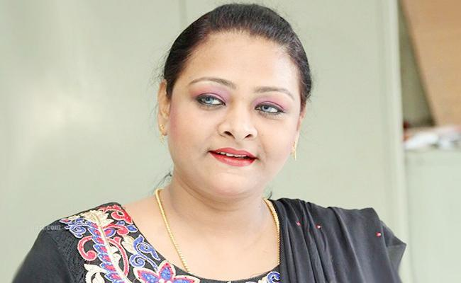 Shakeela want to work with Makkal Neethi Maiyam - Sakshi