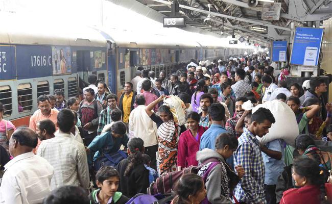 Trains And Bus Services Full in Sankranthi Festival - Sakshi