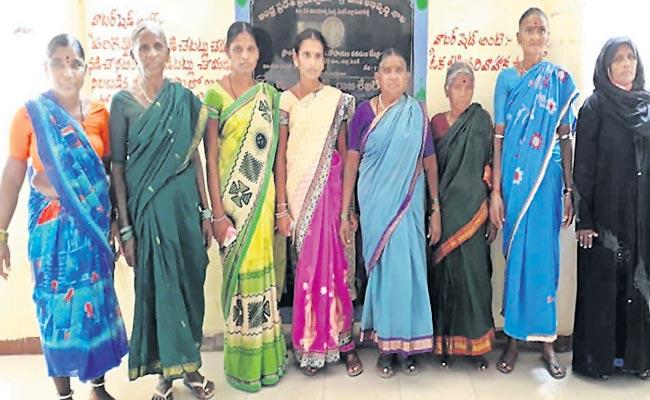 The Pandipalli villagers are putting parties in panchayat elections - Sakshi
