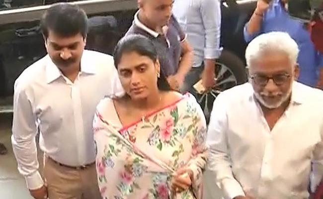 YS Sharmila meets Hyderabad City Police Commissioner Anjani Kumar - Sakshi