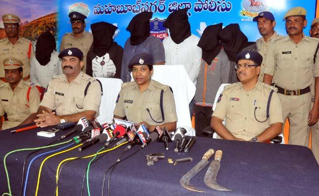 SP Rema Rajeshwari Press Meet On Narayanpet Murder Attempt - Sakshi