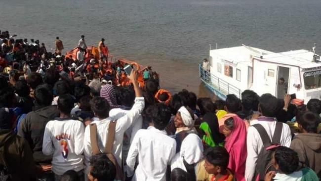 Six Drowned In Narmada River In Maharashtra - Sakshi