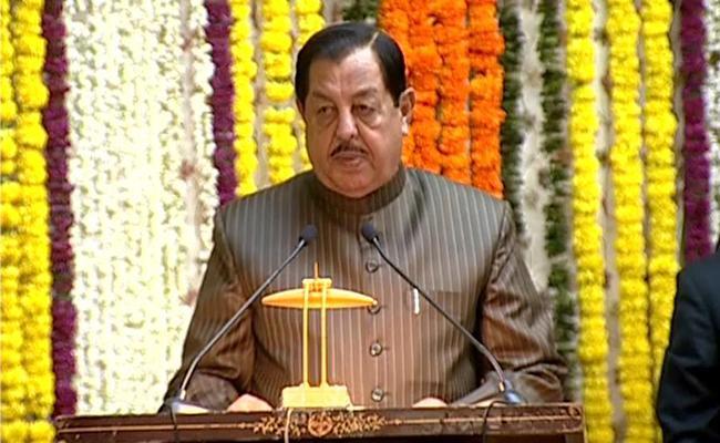 Mumtaz Ahmed Khan Taken Oath As Protem Speaker For Telangana Assembly - Sakshi