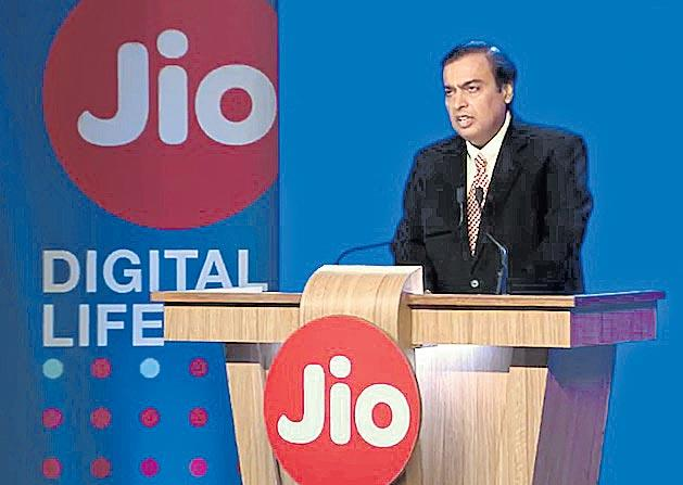 Mukesh Ambani in top Global Thinkers list of Foreign Policy - Sakshi