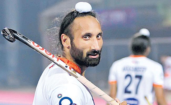 Sardar Singh named in selection committee of Hockey India - Sakshi