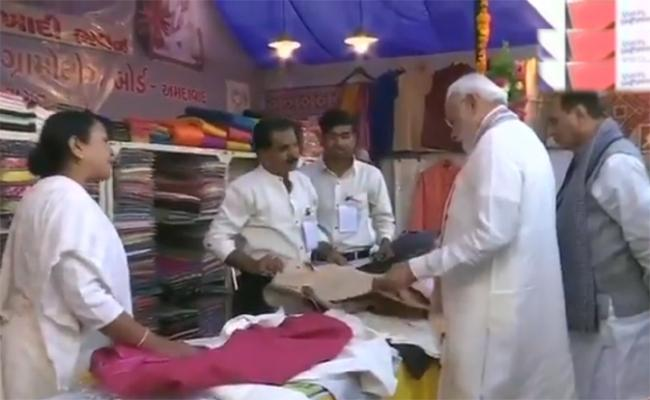 Modi Purchases Jacket At Amdavad Shopping Festival - Sakshi