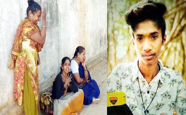 Young Man Died in Bike Accident Karnataka - Sakshi