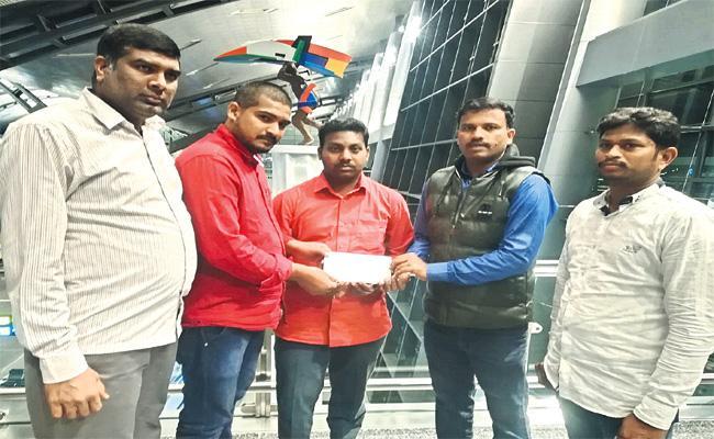 Telangana Gulf Committee Helps Mallaram Person - Sakshi