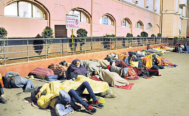 Passengers Request to Allow Night Time in Secunderabad Railway Station - Sakshi
