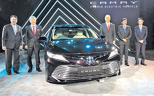 Toyota wheels in new version of Camry Hybrid at Rs 36.95 lakh  - Sakshi