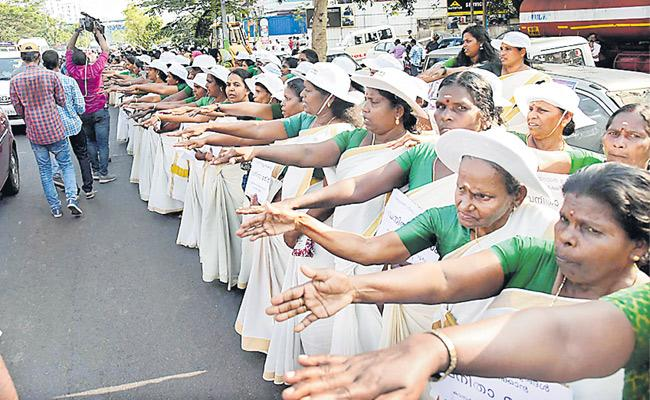 620 km womens wall from Kasargod to Thiruvananthapuram - Sakshi