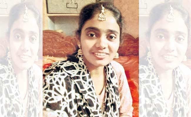 Women commits Suicide over family problems in Hyderabad - Sakshi