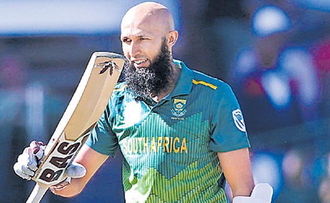 Hashim Amla hits century on slow pitch to set Pakistan 267 target - Sakshi