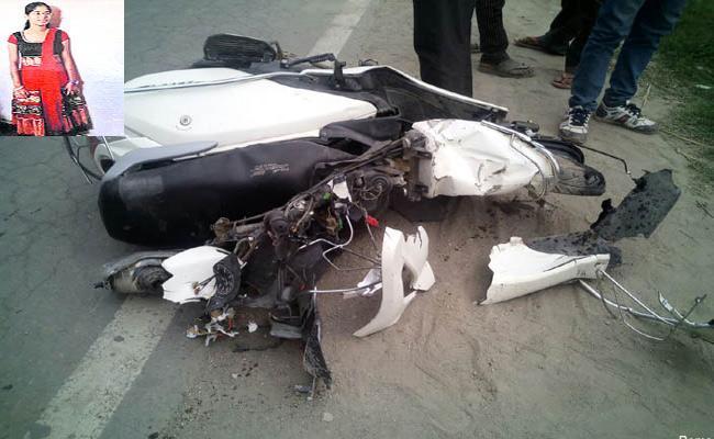 Medical Student Dies In Bike Accident Adilabad - Sakshi