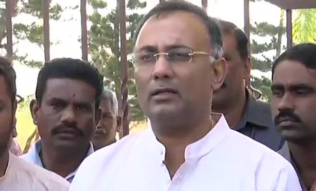 MLAs Are Going Back To Their Constituencies: Dinesh Gundu Rao - Sakshi