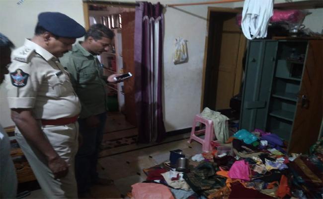 Robberies in Gunthakallu Anatnapur - Sakshi