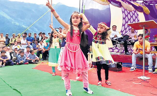 Karnataka To Ban On Movie Songs And Dances Ban In School Annual Day - Sakshi