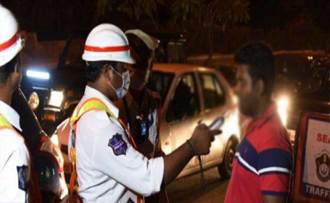 Women Lawyer And Young Woman Caught in Drunk And Drive Hyderabad - Sakshi