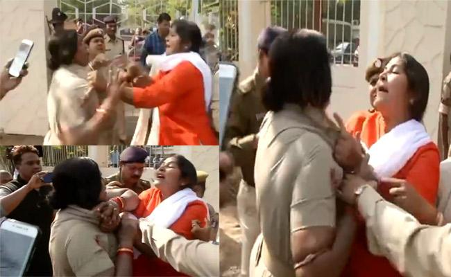 Fight Between Police And BJP Women Workers In Odisha - Sakshi