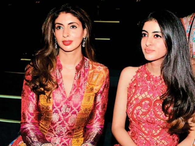 Shweta Bachchan Do Not Want To Join Navya In Bollywood - Sakshi