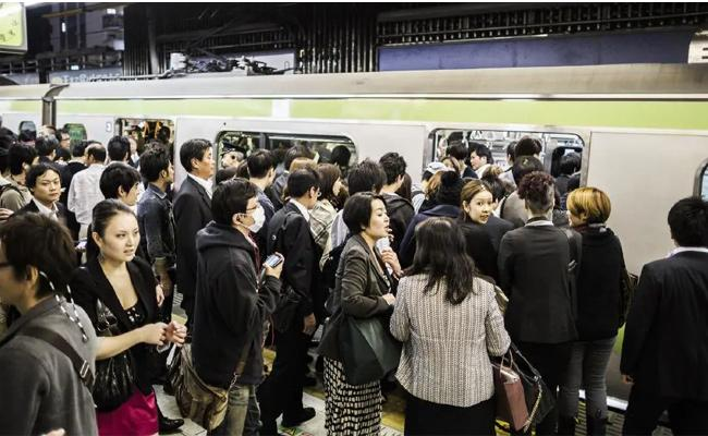 Tokyo Metro Offered Free Noodles to Reduce Overcrowding On Trains - Sakshi