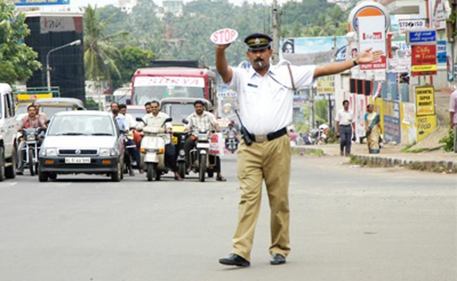 Tamil Nadu Traffic Police Play Games in Durty - Sakshi