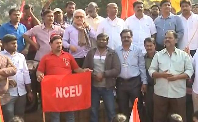 Defence Employees Protest Against Modi Government - Sakshi