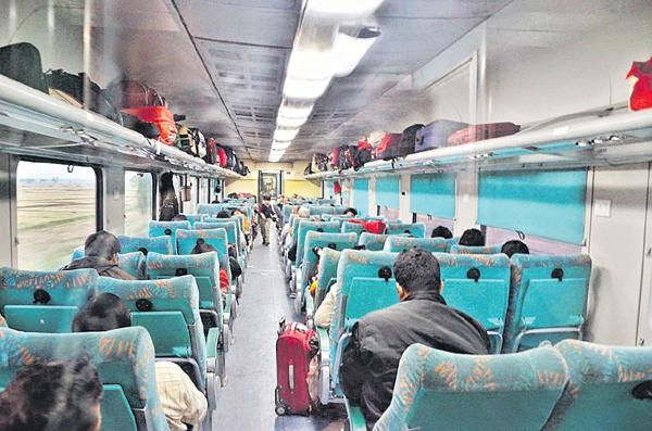 Pune to Secunderabad Shatabdi Express Train is most cleanest rail in the country - Sakshi