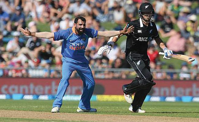 Mohammed Shami booked his place for the World Cup, feels Harsha Bhogle - Sakshi