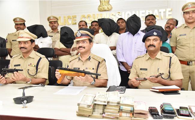 Guns Manufacturing Gang Arrested Warangal - Sakshi