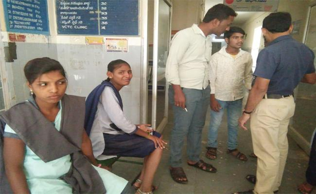 Students Injured in Auto Roll Overed in Anantapur - Sakshi