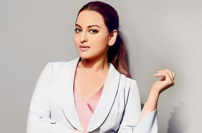 Sonakshi, Varun Sharma to head to Punjab for film - Sakshi